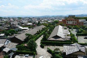 松坂城址から御城番屋敷を望む