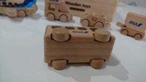 アナ木製空港で働く乗り物